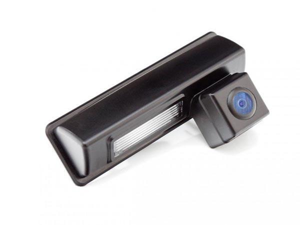 Камера заднего вида инсталлированная в фонарь подсветки номера
