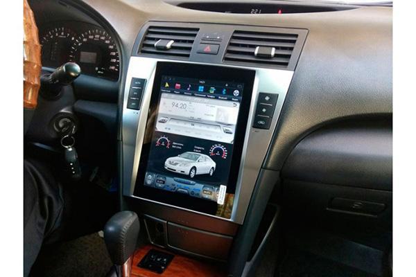 Магнитола на Camry 40 в стиле Tesla
