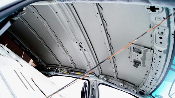 Вибро и шумоизоляции крыши Камри 40 отсуцтвует