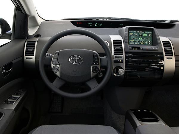 Салон Toyota Prius XW20