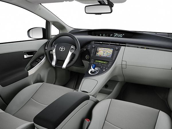 Салон Toyota Prius XW30