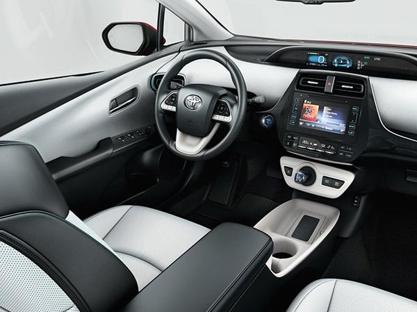 Салон Toyota Prius XW50 до обновления