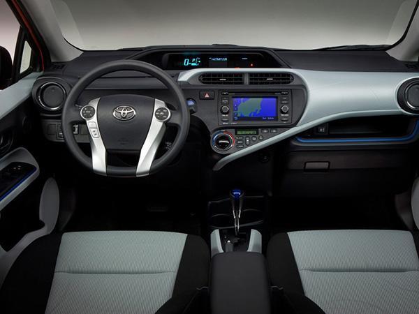 Prius C салон
