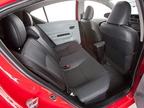 Prius C второй ряд