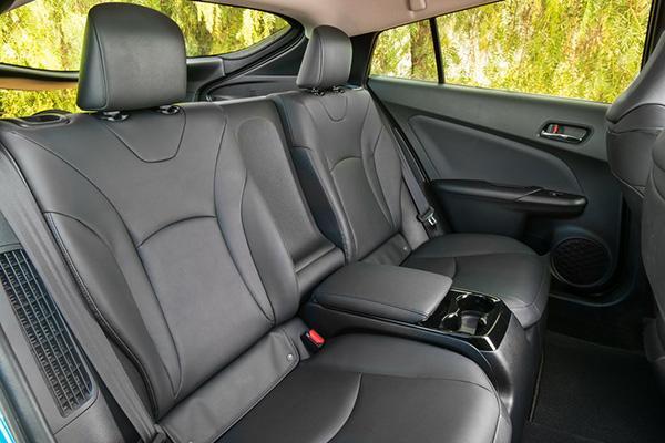 Prius Prime второй ряд
