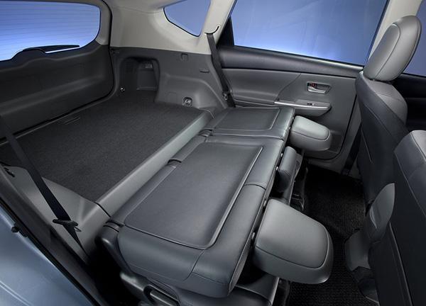 Второй ряд Prius V