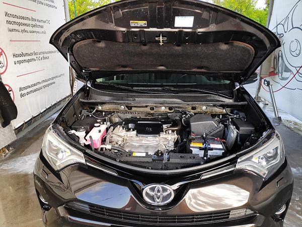 Двигатель 2.5 2AR-FE под капотом Рав 4