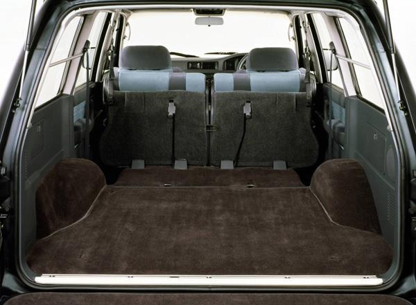 Багажное отделение Toyota Land Cruiser 80