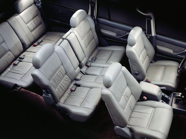 Три ряда сидений Toyota Land Cruiser 80