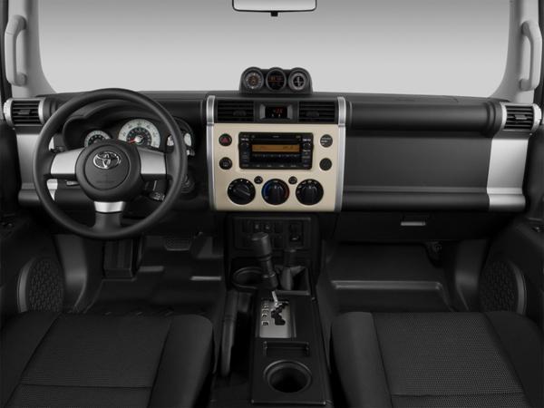 Передняя панель FJ Cruiser