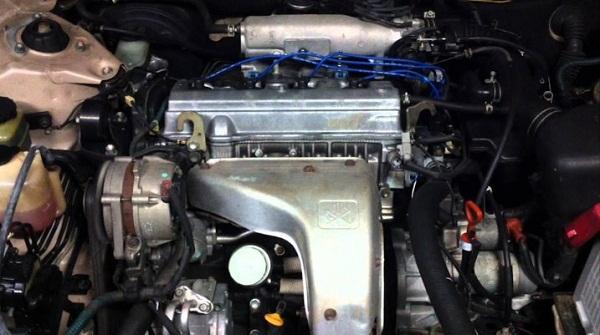 Двигатель Тойота 5S-FE под капотом