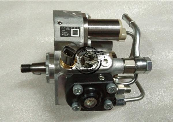 Топливный насосоригинал Toyota арт. 22100-51042.