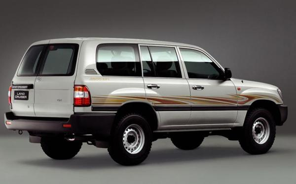 Toyota Land Cruiser 100 GX 2005 года