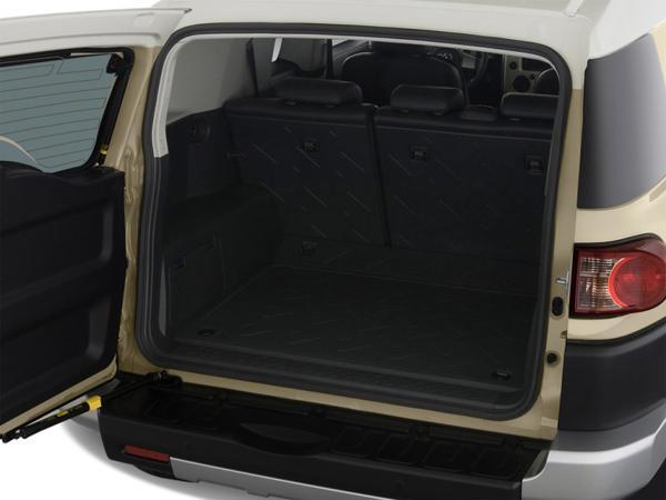 Багажное отделение FJ Cruiser вместительное