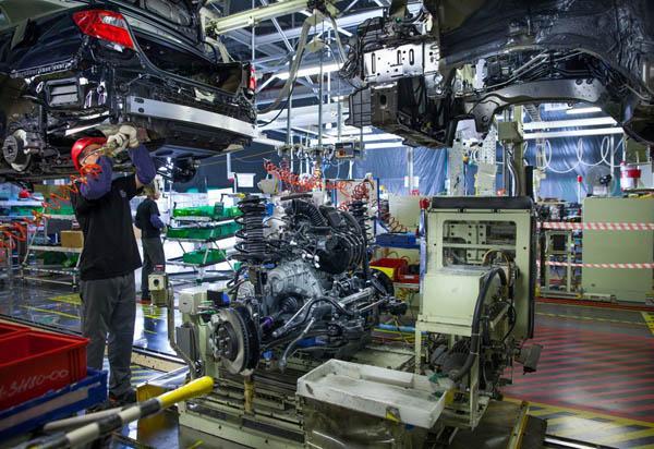 Производственный процесс на заводе Тойота в Санкт-Петербурге.