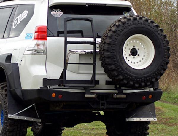Задний бампер с запасным колесом