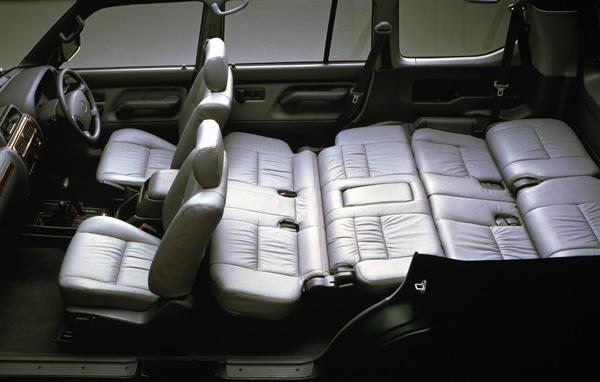 Спальня из сложенных сидений Landcruiser Prado 95