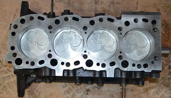 Чугунный блок цилиндров двигателя Toyota 5L