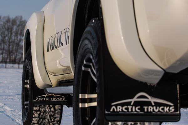 Логотип Arctic Trucks на брызговиках передних и задних