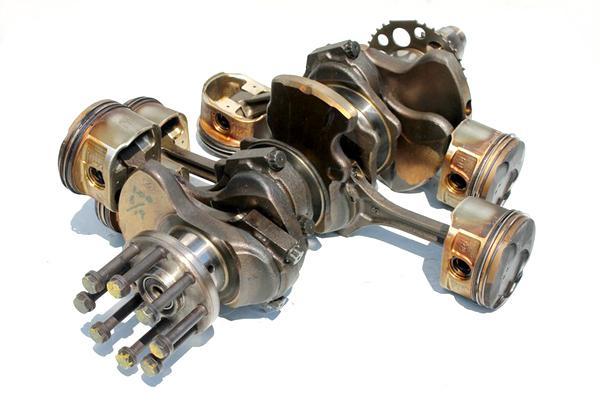 Коленвал, шатуны и поршни двигателя 4GR-FSE