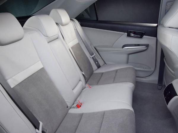 салон Toyota Камри 50 Hybrid